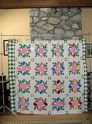 c1940s Vintage Quilt Top Hand Applique Roses Wreathe