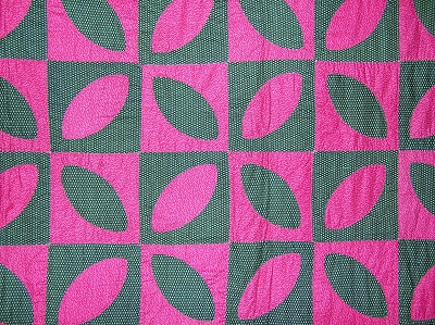 Antique 1900s Orange Peel Quilt  - Graphic Pink and Green!
