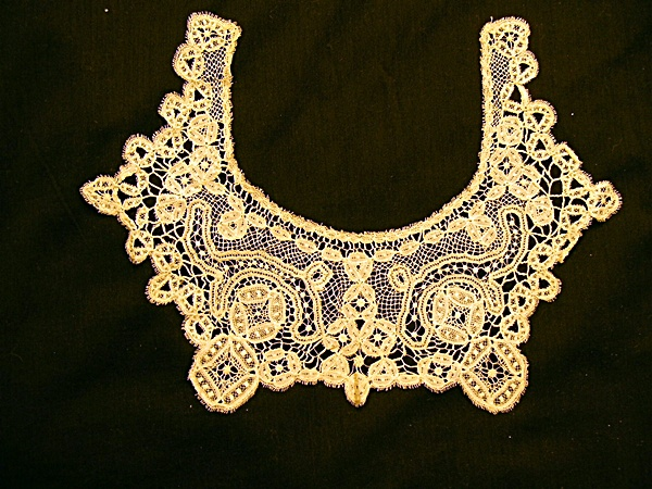 Antique Honiton Lace Collar