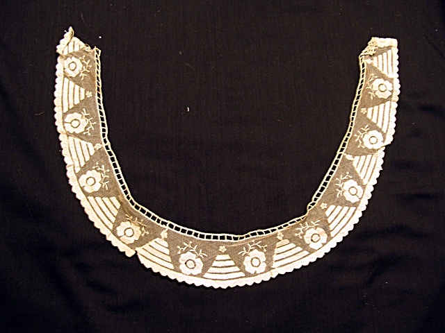 Vintage Mesh Lace Collar with Applique