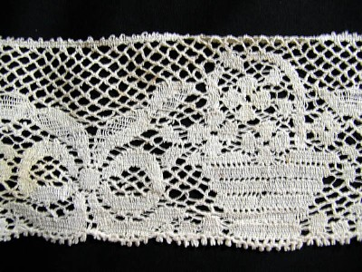 Vintage Filet Lace with Baskets and Bows